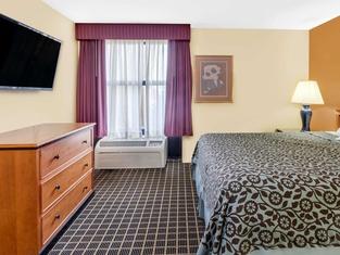 Days Inn & Suites by Wyndham Kalamazoo