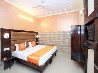 OYO 12155 Hotel Awdesh Inn