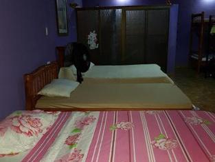 Mauras Tropical Mini Hostel