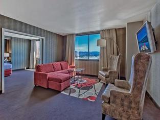 GSR Deluxe Parlor Suite - 2 Bedroom - Very Large - Sleeps 8