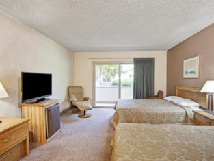 Super 8 by Wyndham Long Beach