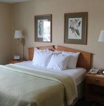 Days Inn & Suites by Wyndham Bridgeport - Clarksburg