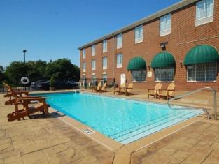 Holiday Inn Express Hotel & Suites Warrenton