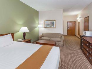 Baymont Inn & Suites by Wyndham Lafayette/Purdue Area