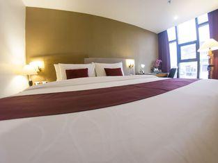 โรงแรมไอรอนวู้ด