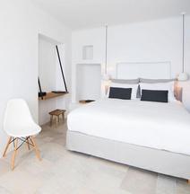 Porto Fira Suites