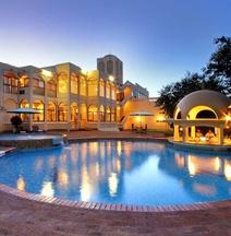 Victoria Falls Rainbow Hotel