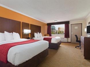 坦帕機場西岸華美達酒店