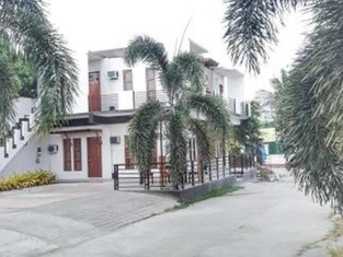 Baywalk Garden Pension House and Restaurant