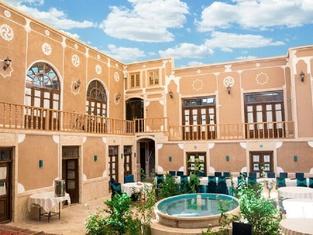 Firoozeh Traditional Hotel