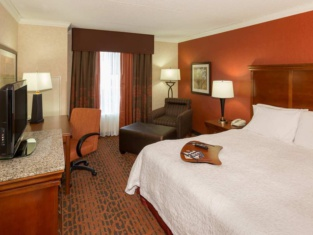 Hampton Inn & Suites Cleveland-Beachwood