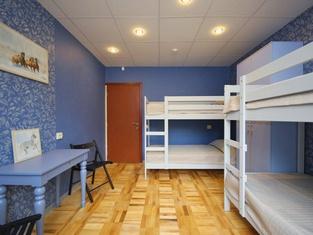 FullHouse Hostel