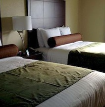Cobblestone Hotel & Suites - Charlestown