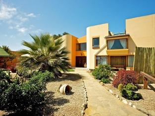 Sandcastle Apartments cc