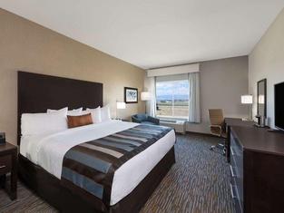 La Quinta Inn & Suites by Wyndham - Red Oak TX IH-35E