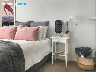 The Gathering Ground - Spacious Entertainer in Toowoomba City