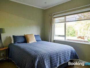 Taradale Hideaway - Napier Holiday Home
