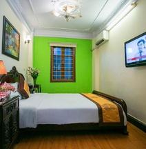 Stars Hotel - 26 Bat Su Hanoi