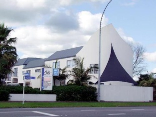 Sails Motor Inn