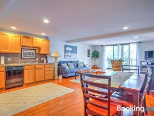 Charming Grand Haven Apt With View - Walk Everywhere!