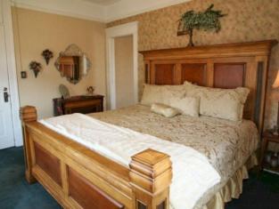 Hickory House Inn