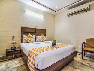 Hotel Gayathri & Lodges