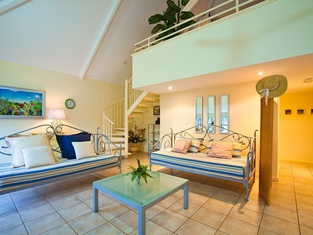 Osprey Holiday Village Unit 110 - Chic 3 Bedroom Holiday Villa With a Pool in the Complex