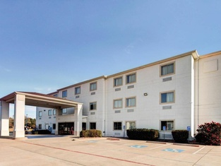 Motel 6-Woodway, TX