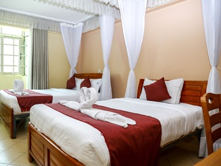 ホテル デカサ ナイロビ