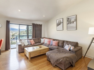 Khione 1 - Modern & Spacious With Views Towards Lake Jindabyne & the Mountains Beyond