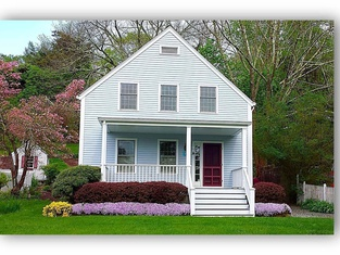 Walkable Home in Mystic Historic District