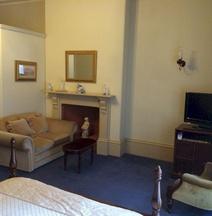 Macquarie Manor Hotel