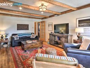 Pet-Friendly Clovis Home With Yard, Pergola & Hot Tub