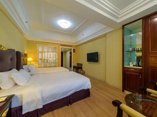 Golden Splindid Hotel • Vynn