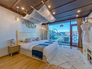 Qihai Tingfeng Inn (Lugu Lake Headquarter)