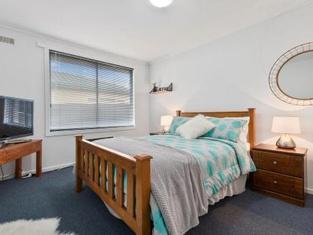 Elkie Villa - 2 Bedroom Unit - Burnie