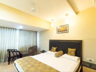 Hotel Savshanti Towers