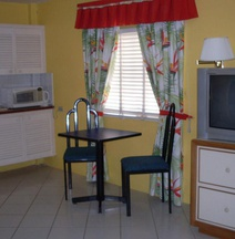 Coral Cove Marina Hotel