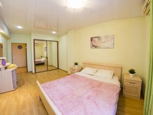 Apartment on Dekabristov 116