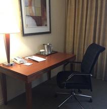 安大略機場飯店及會議中心