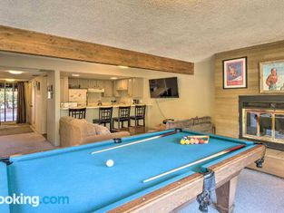 Slope-View Condo With Pool Table - 6mi To Skiing!
