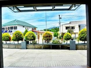 Kaimana Beach Hotel 2