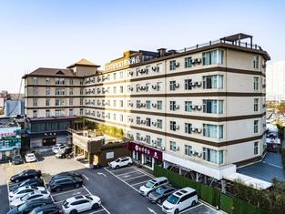 Home Inn (Linyi Binhe Avenue)