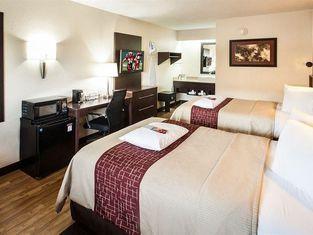 Red Roof Inn PLUS+ St. Louis - Forest Park / Hampton Ave.