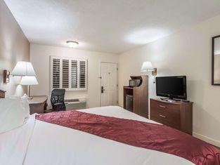 Coratel Inn & Suites McCook