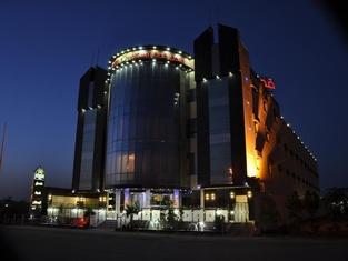 布斯坦皇冠2號酒店