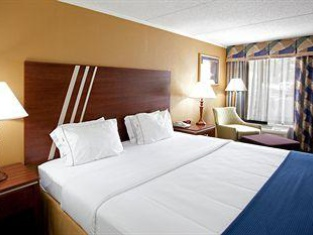 Holiday Inn Express & Suites - Roanoke – Civic Center