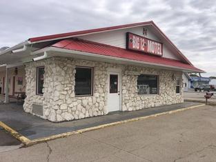 BIG 12 Motel