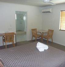 Summit Motel