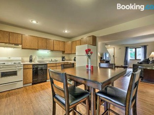 Home Less Than 3 Mi to Schools, Downtown, Attractions